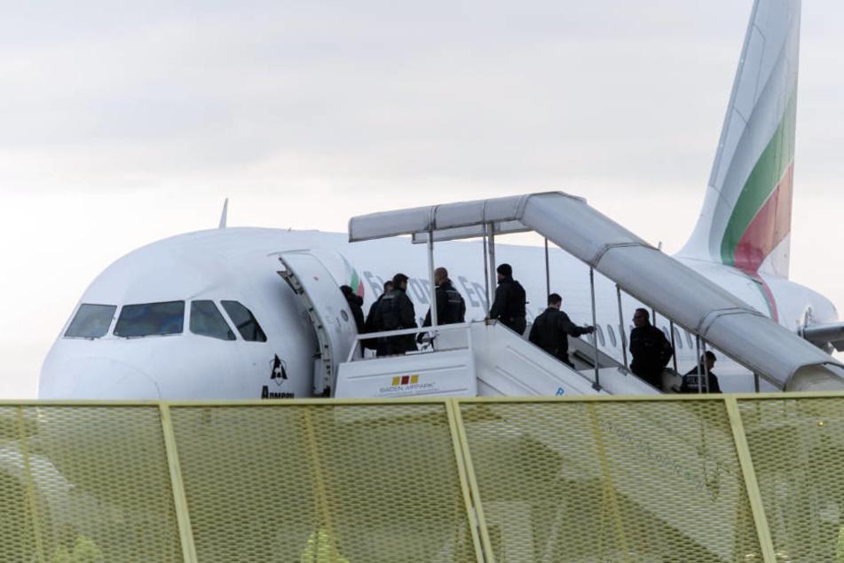 Verurteilter IS-Terrorhelfer klagt gegen Abschiebung