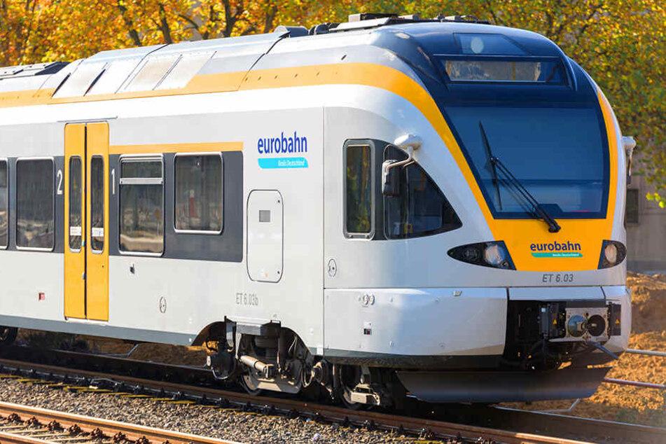 Oft bleiben Pendler an den Bahnhöfen stehen. Der Grund: Die Eurobahnen fahren nicht. (Symbolbild)