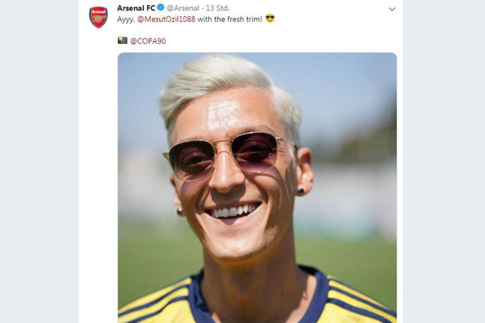 Der Ex-Nationalspieler überrascht mit wasserstoffblondem Schopf.