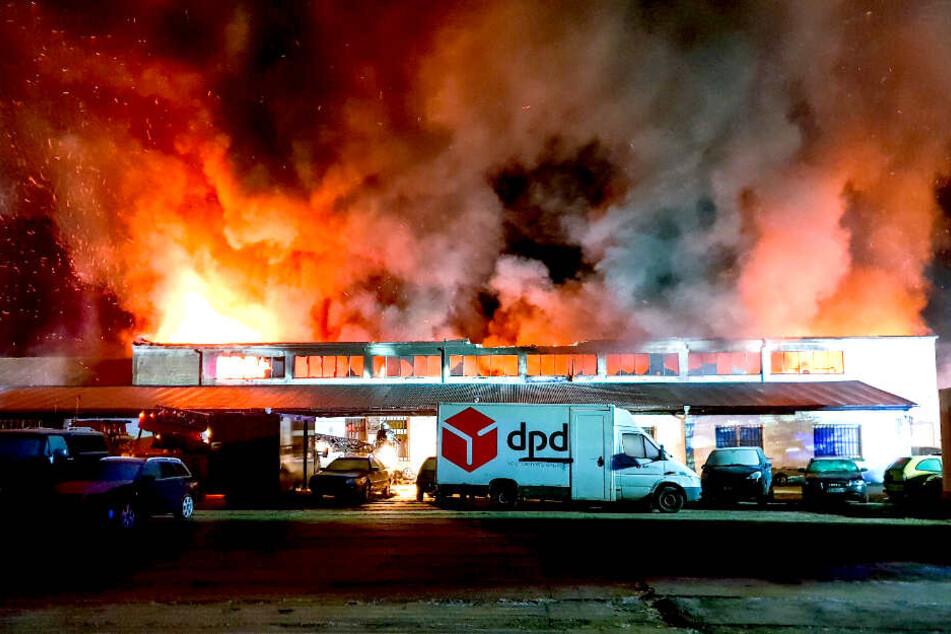 In einer Werkhalle in Zossen ist in der Nacht zu Mittwoch ein Großfeuer ausgebrochen.
