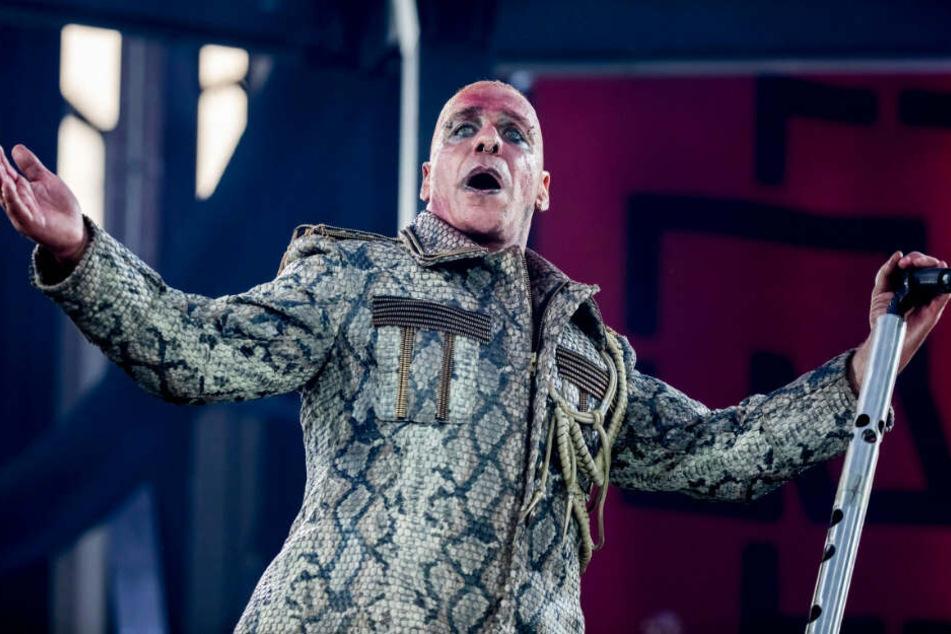 Frontsänger Till Lindemann bei seinem Heimspiel im Berliner Olympiastadion.