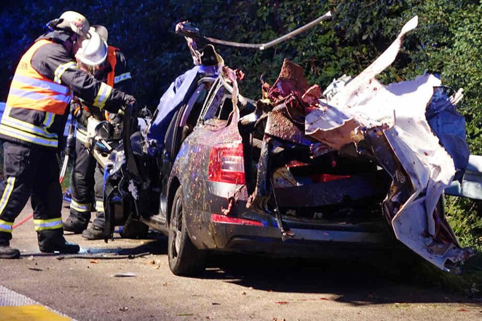 Der Fahrer erlitt bei dem Aufprall tödliche Verletzungen.