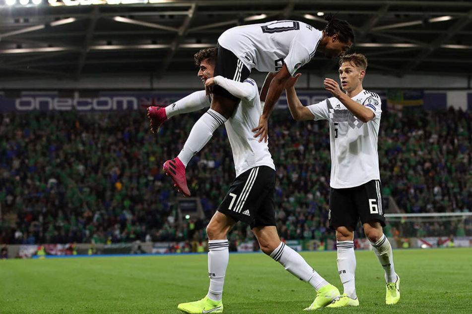 Bald auch Kollegen auf Vereinsebene? Kai Havertz bei der Nationalmannschaft mit Serge Gnabry und Joshua Kimmich vom FC Bayern München.