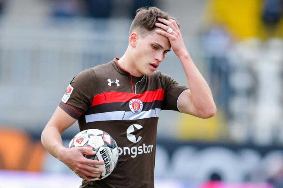 St. Paulis Luca Zander konnte die Leistungen in den vergangenen Spielen kaum glauben.