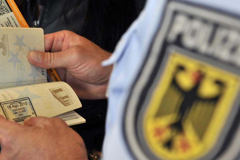 Bei einer Passkontrolle ging der Bundespolizei am Flughafen Leipzig/Halle ein Mann ins Netz (Symbolfoto).