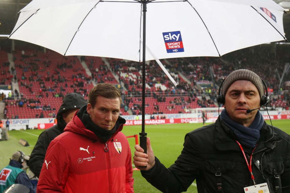Der Gesichtsausdruck von Stuttgarts Coach Hannes Wolf (links) spricht Bände.