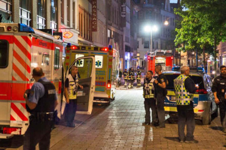 Insgesamt wurden vier Männer bei den Messerstechereien verletzt. (Symbolbild)
