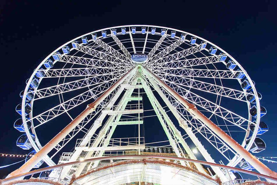 55 Meter hoch ist das Riesenrad. Es ist die diesjährige Attraktion des Stadtfestes.