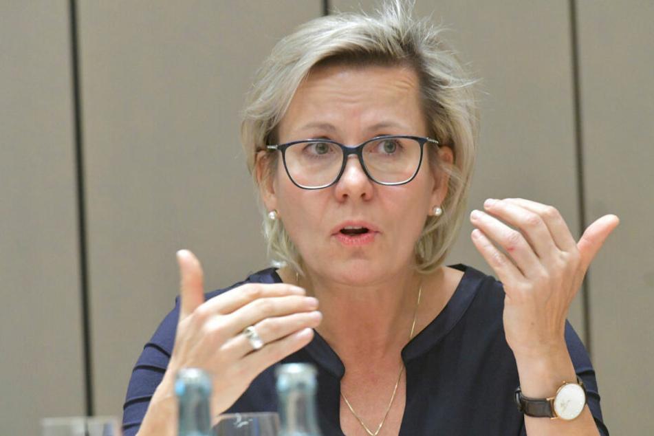 Der Hebammenverband und die Grünen werfen Sachsens Sozialministerin Barbara Klepsch (53, CDU) Untätigkeit vor.