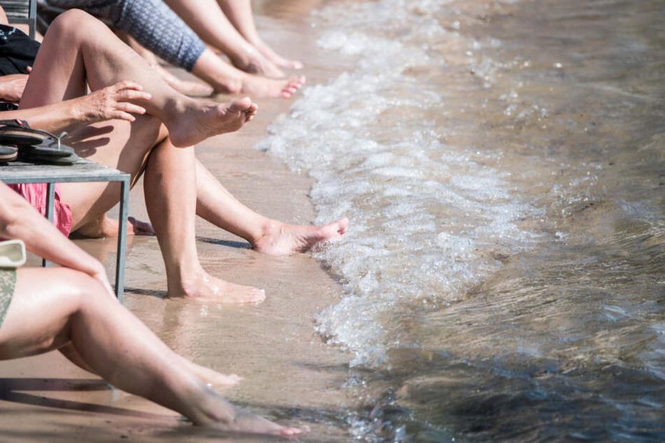 Auch der Gang zum Badesee oder ins Schwimmbad sollte am Wochenende bedenkenlos möglich sein (Symbolbild).