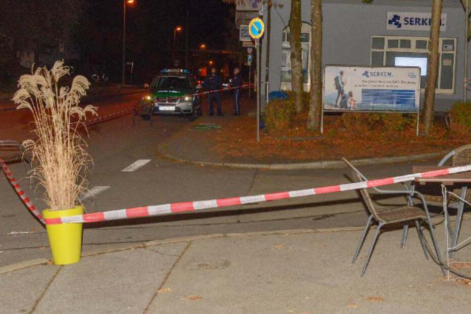 In Passau haben Passanten einen schwerverletzten Mann gefunden, er verstarb auf dem Gehweg.