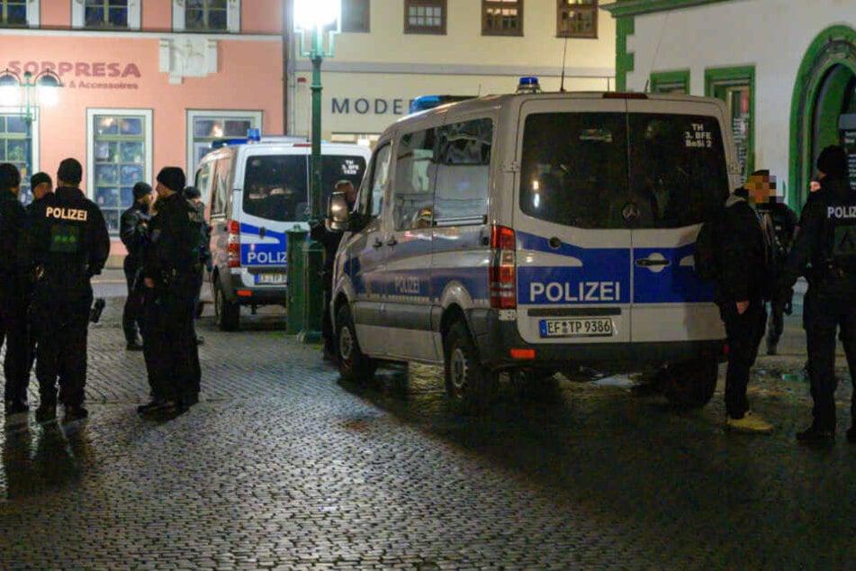 Mit mehreren Mannschaftswagen rückte die Polizei an.