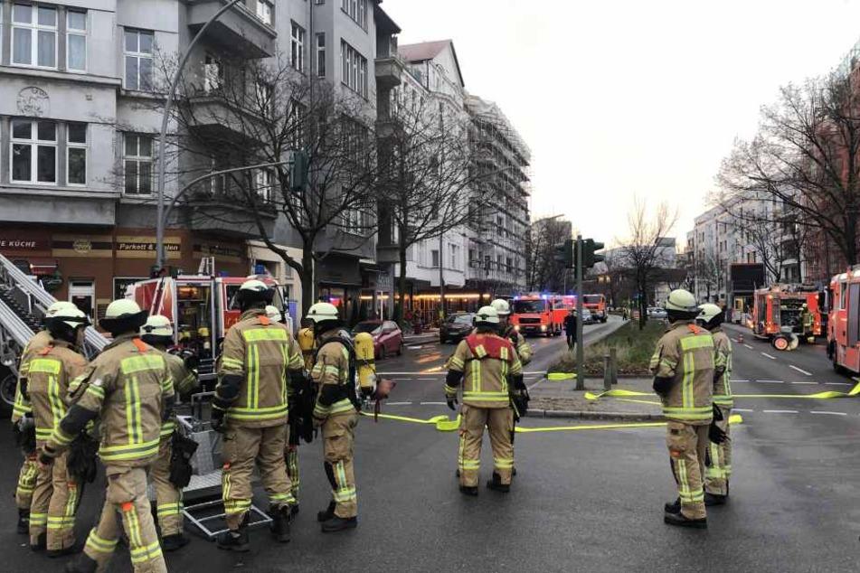 In Berlin-Wilmersdorf hat es am Mittwochmorgen einen gewaltigen Brand gegeben.