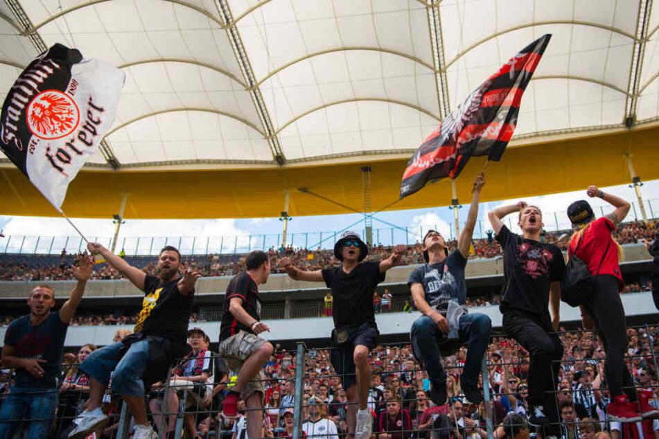 Werden am 19. Februar allein für die Stimmung sorgen: Fans von Eintracht Frankfurt.