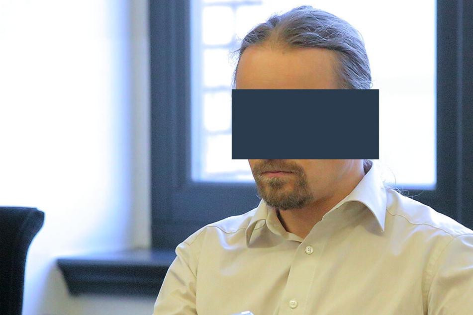 Hochkonzentriert und vorbereitet kam Dr. Thomas G. (44) ins Gericht zum Prozess um seine drohende Unterbringung.