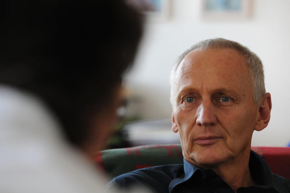 Krischan Johannsen, Leiter der Telefonseelsorge, im Gespräch.