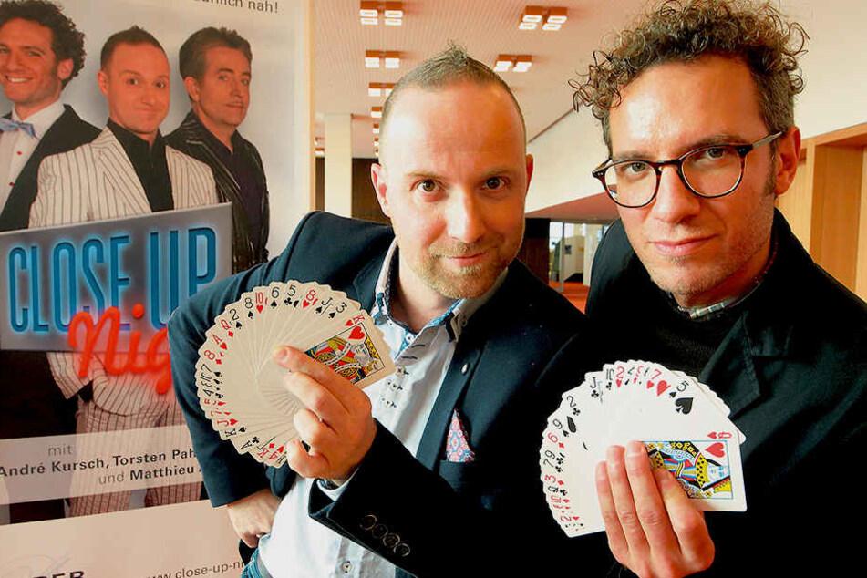 """Die Zauberkünstler Torsten Pahl (41, l.) und Matthieu Anatrella (37) vom Trio """"Close Up Night"""" verzaubern mit neuem Programm."""