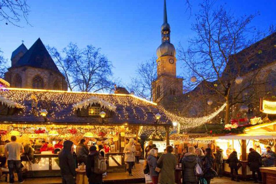 Die Dortmunder Reinoldi-Kirche liegt direkt am beschaulichen Weihnachtsmarkt.