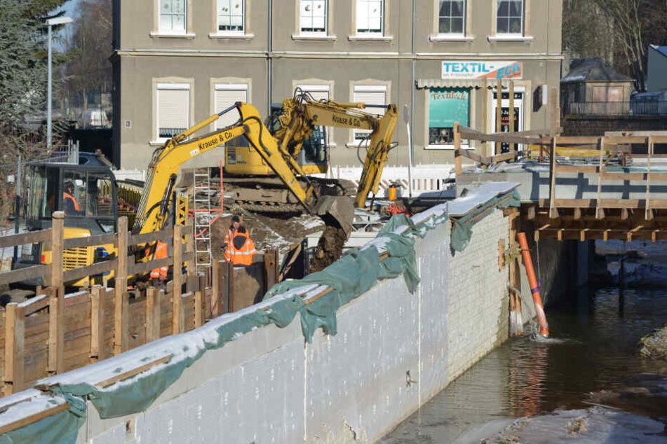 In Harthau wird an neuen Stützmauern gebaut. Vor einem Jahrhundert-Hochwasser schützen sie nicht.