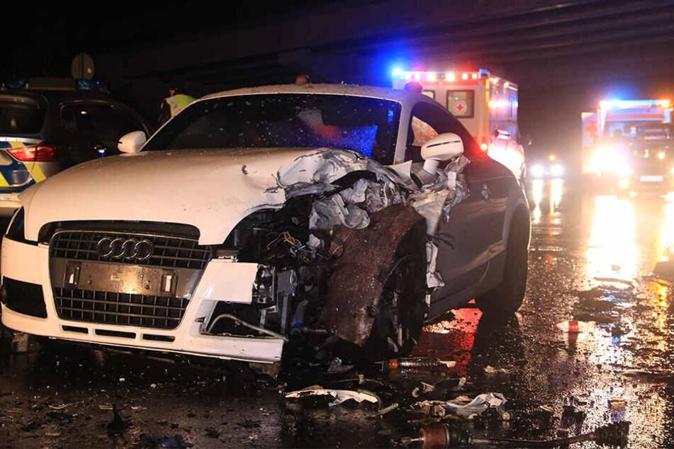 In dem Audi saß eine vierköpfige Familie, alle wurden verletzt, die Kinder schwer.