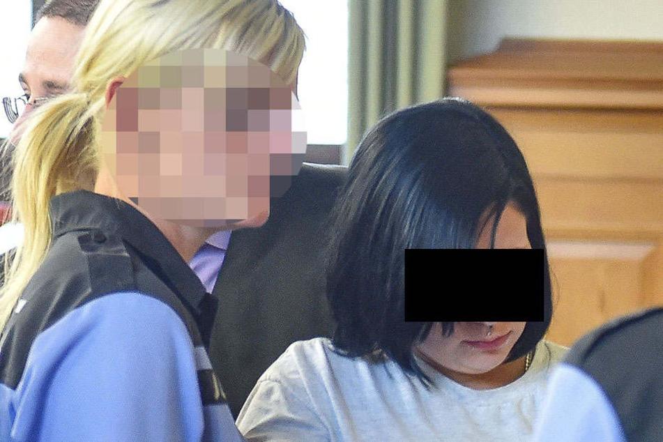 Anne-Kathrin H. (24) ist zwar derzeit krank, aber der Mordprozess gegen sie  platzt deshalb nicht.