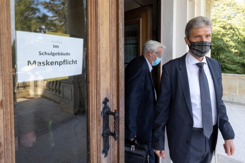 Thüringens Bildungsminister Helmut Holter (67, Die Linke) kommt aus einer Schule, in deren Gängen eine Maskenpflicht besteht.
