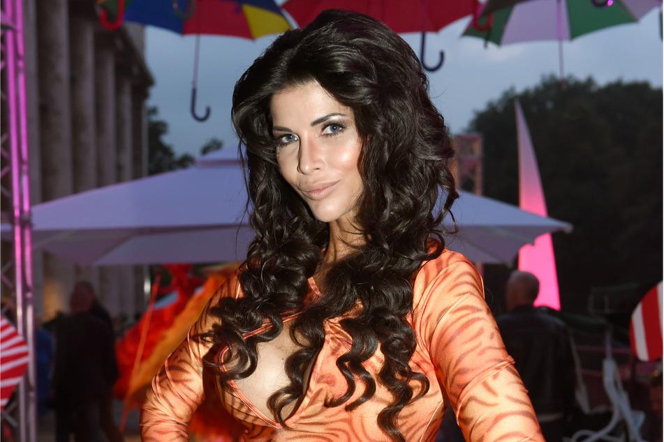 Micaela Schäfer (37) posiert in München im P1 beim Sommerfest. (Archivbild)