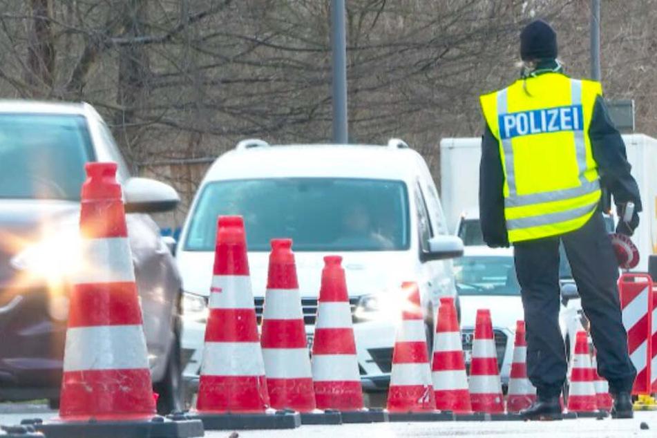 Die Polizei verengte die Straßen, um Kontrollen durchzuführen.