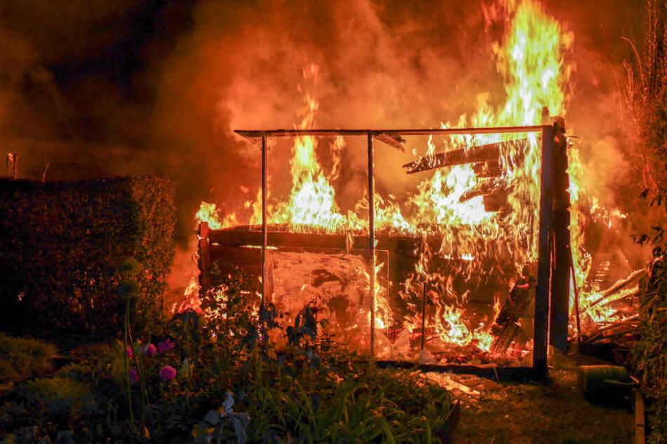 Die Laube brannte komplett ab.