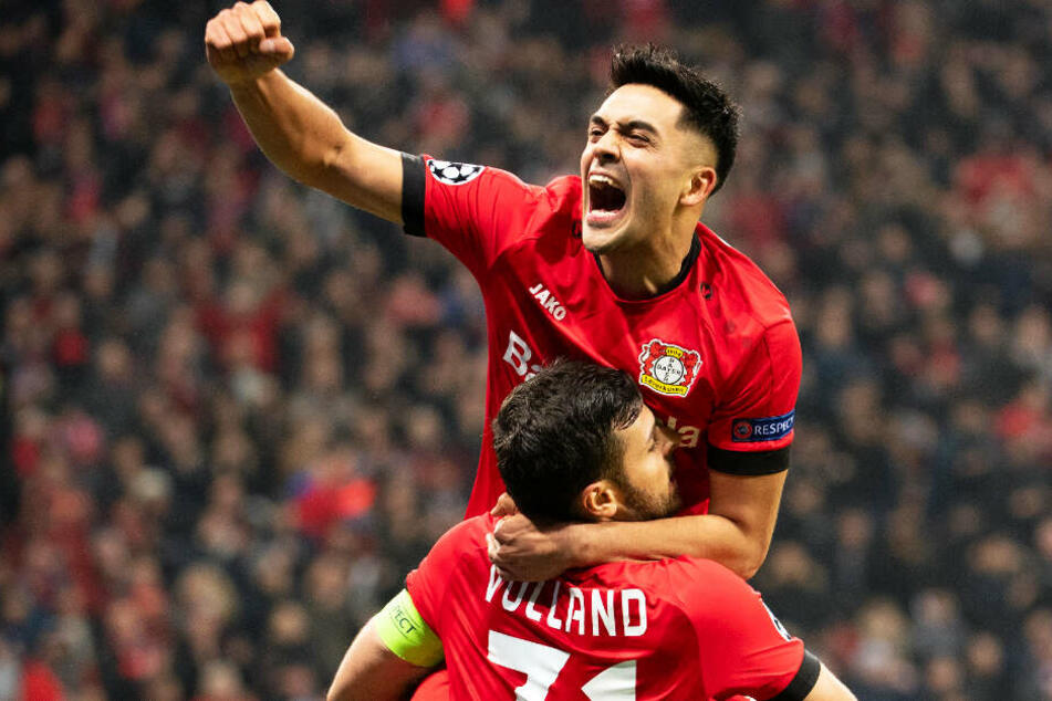 Nadiem Amiri (oben) und Kevin Volland durften mit Leverkusen einen 2:1-Sieg gegen Atletico Madrid bejubeln - und endlich auch das erste eigene Champions-League-Tor in dieser Saison.