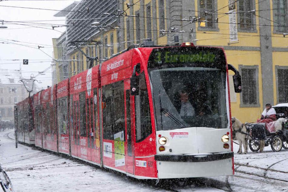 Schneegestöber auch auf dem Anger in Erfurt.