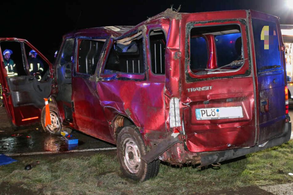 Das Fahrzeug wurde bei dem Unfall komplett demoliert.