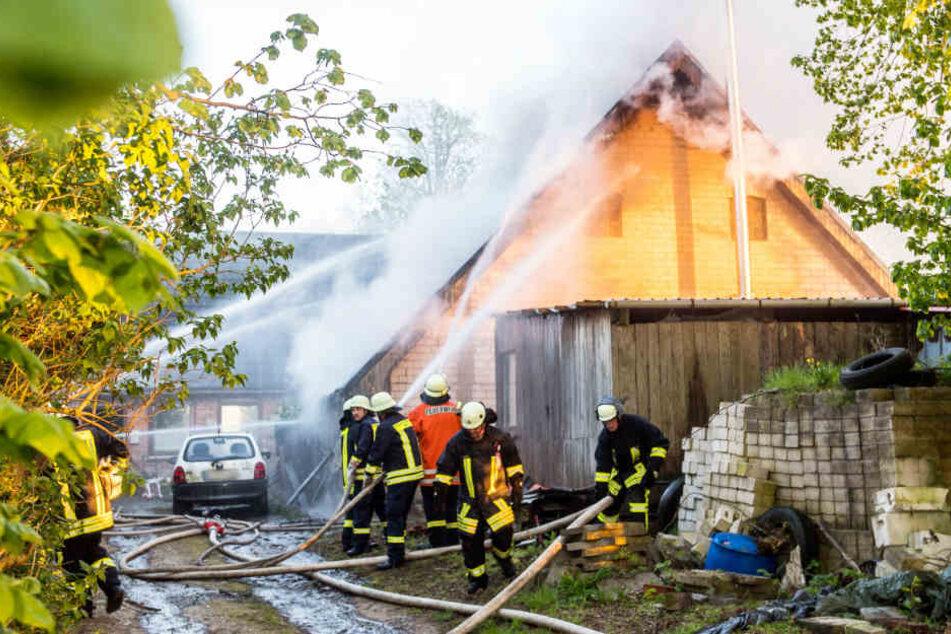 Die Feuerwehrleute konnten die Fünfjährige zwar aus dem Haus holen, sie war aber bereits tot.