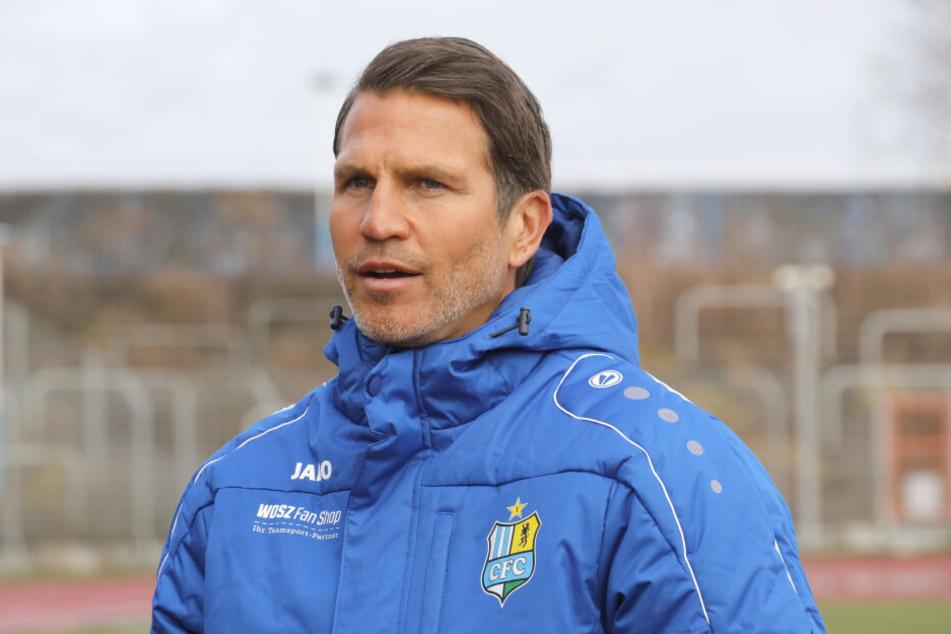 Patrick Glöckner bat seine Mannschaft gestern Vormittag zum Training - Daniel Frahn tauchte da noch nicht auf.