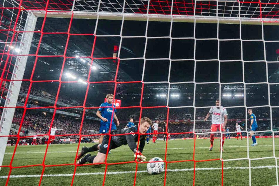 Alexander Nübel musste drei Mal hinter sich greifen gegen den 1.FC Köln. Beim dritten Gegentor leistete er sich einen Mega-Bock.
