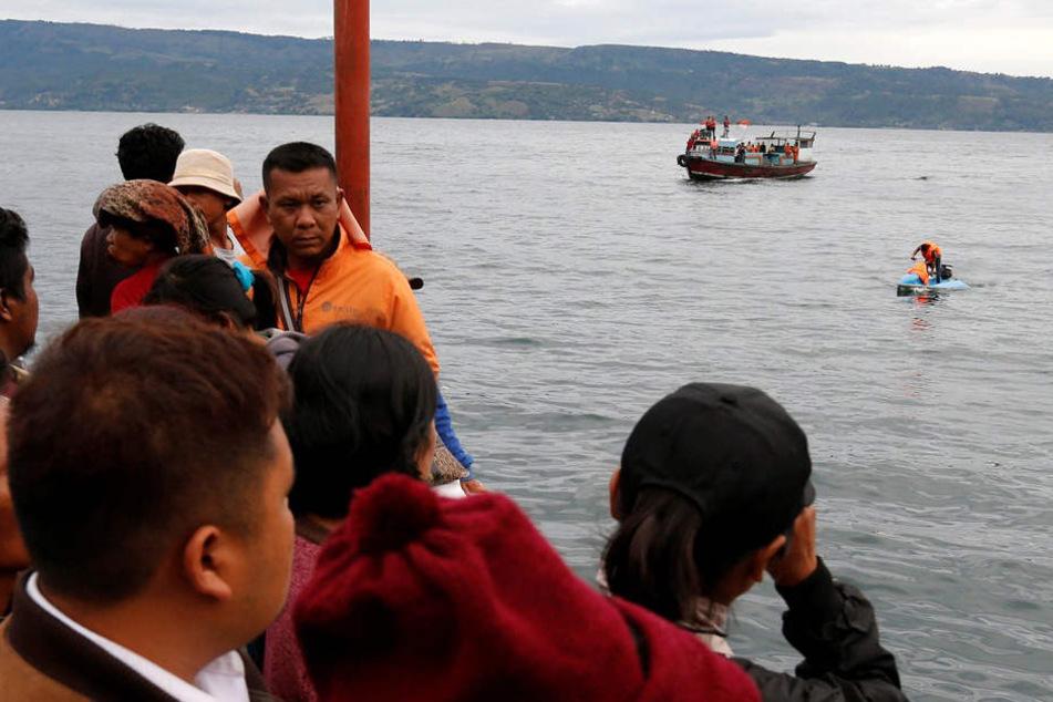 Fähre gerät in Unwetter und kentert: 166 Menschen vermisst