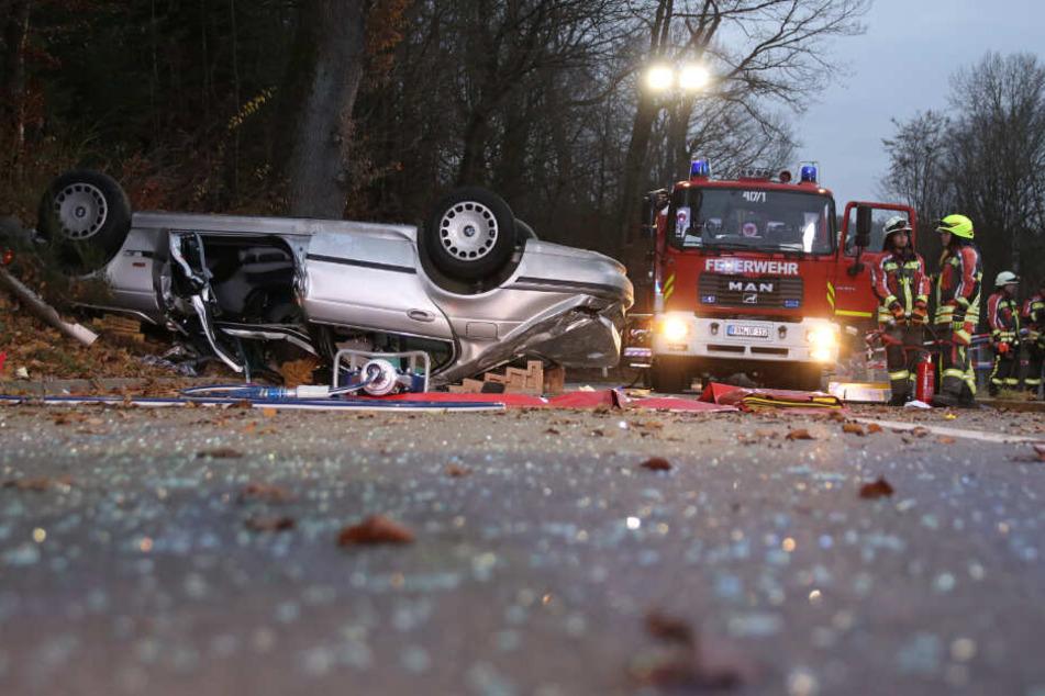 Aus bislang ungeklärter Ursache kam das Auto von der Fahrbahn ab.