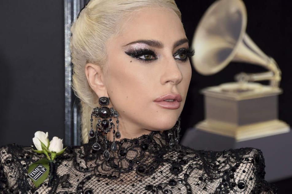 Lady Gaga hat starke Schmerzen.