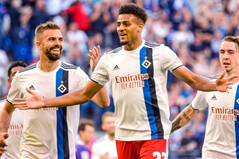 Josha Vagnoman jubelt über seinen ersten Treffer für den HSV in der zweiten Liga.