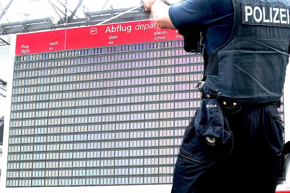 Bundespolizisten nahmenauf dem Flughafengelände gleich zwei Personen fest.