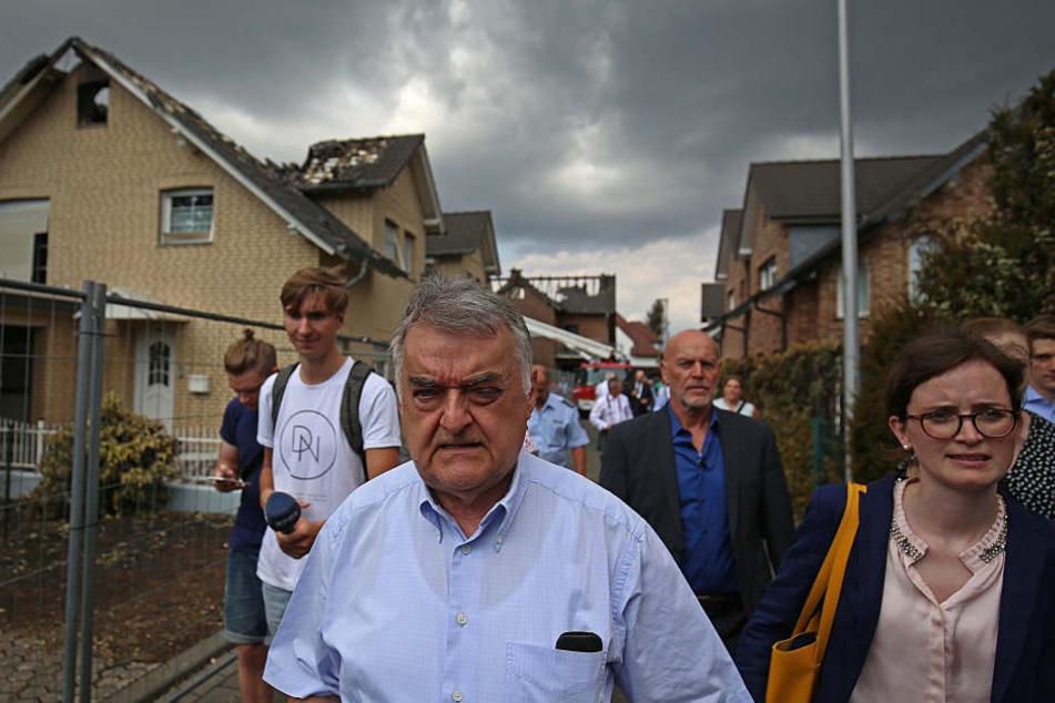 NRW-Innenminister Herbert Reul (65) besuchte den Unglücksort am Mittwochmittag.