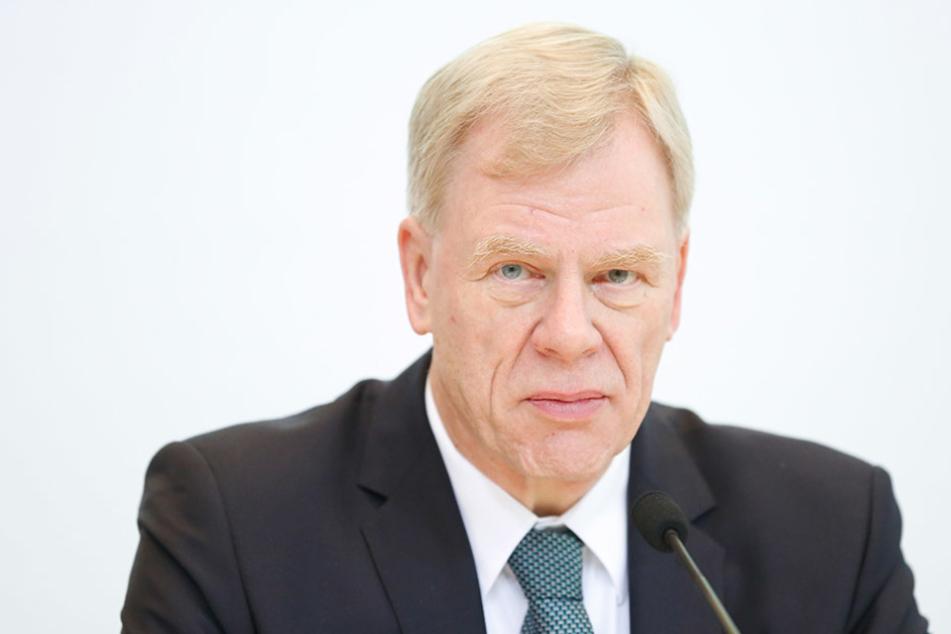 Bald jeder vierte Sachse im Staatsdienst? Finanzminister Georg Unland glaubt das nicht.