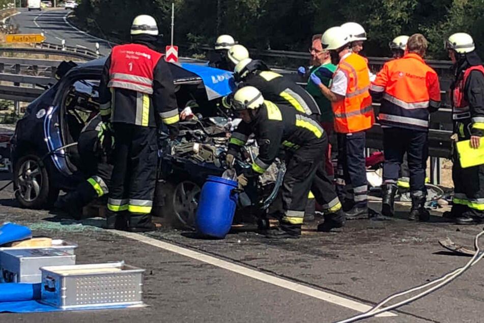 Die Rettungskräfte mussten das Dach des Autos aufschneiden.