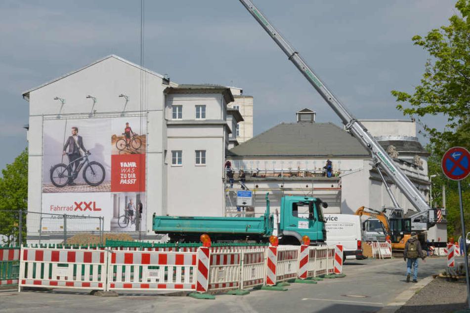 An der Zufahrt zu Kino, Geschäft und Eventlocation herrscht das Baustellenchaos.