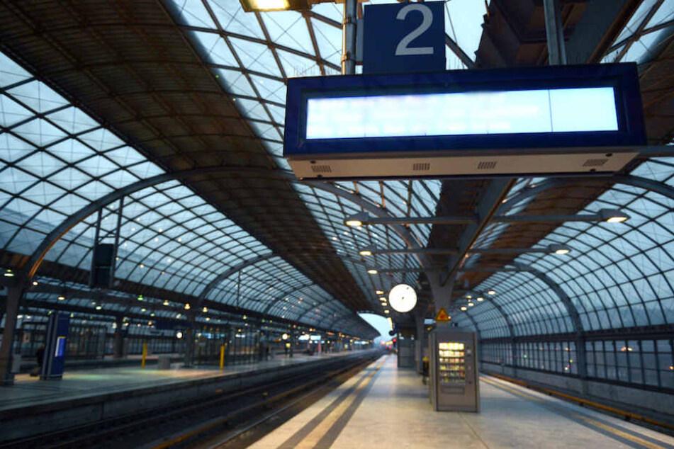 Durch den Bahnhof Berlin-Spandau rollte der ICE 1046 einfach durch, ohne planmäßig anzuhalten. (Archiv)