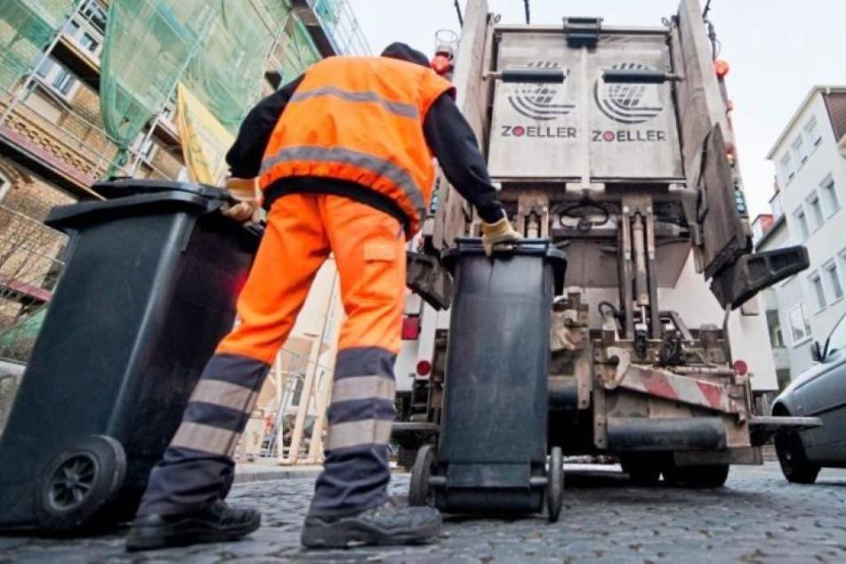 Der Obdachlose wurde in den Mülllaster gekippt. (Symbolbild)