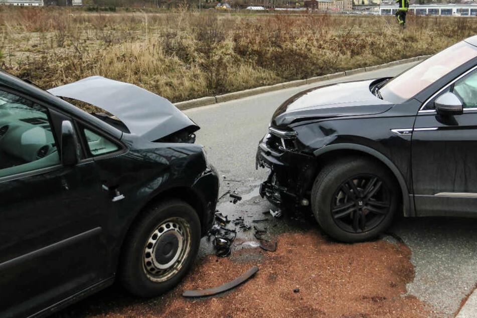 Zwei VW krachen ineinander: Eine Person schwer verletzt