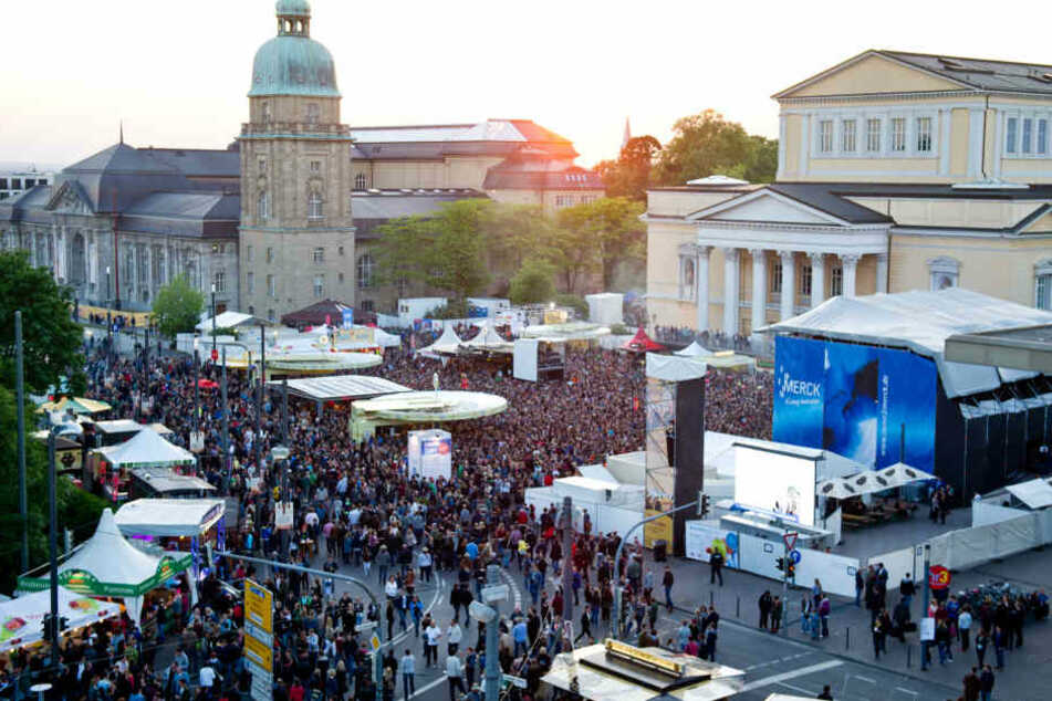 In Darmstadt entzückte das Schlossgrabenfest vier Tage lang zahlreiche Besucher (Archivbild).