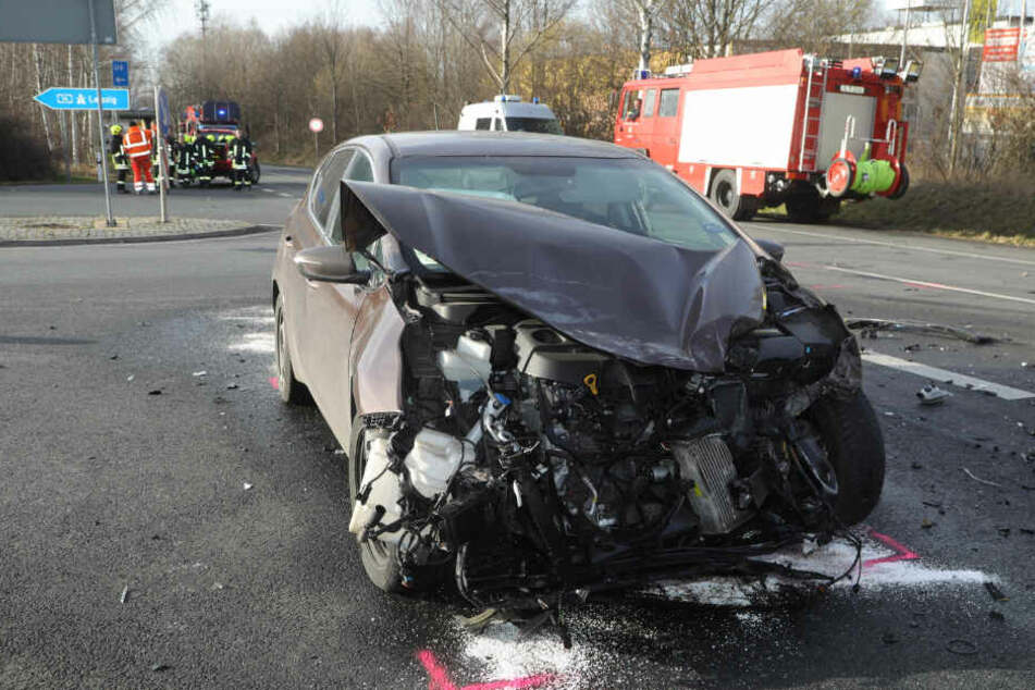 Der Kia-Fahrer kam verletzt ins Krankenhaus.