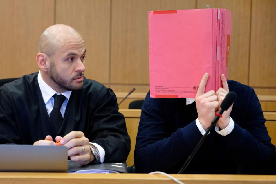 Am Mittwoch wurde der Angeklagte (22) vom Landgericht Aachen zu einer Haftstrafe verurteilt (Archivbild).